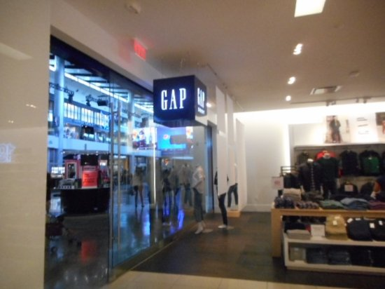 Fashion Show Mall GAP