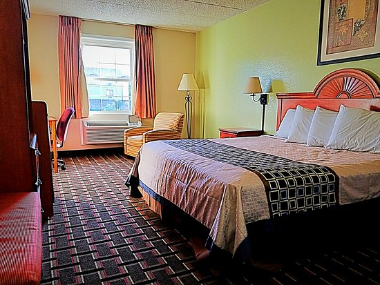 Knights Inn & Suites Near University of Richmond