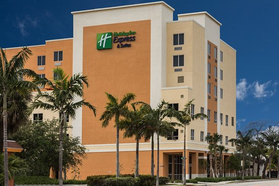 Holiday Inn Express & Suites Fort Lauderdale Airport South Hotel