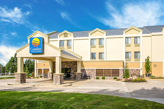 Comfort Inn & Suites near Worlds of Fun