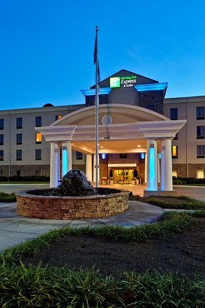 Holiday Inn Express Hotel & Suites College Square
