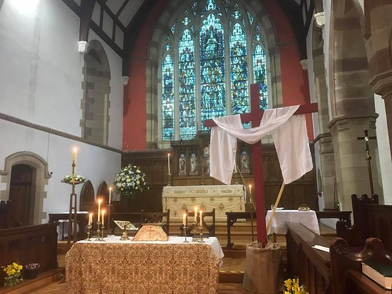 St. Peters Church & Shrine Of Our Lady Of Pen Llyn | 9 Church Place, Pwllheli LL53 5DT | +44 1758 614693