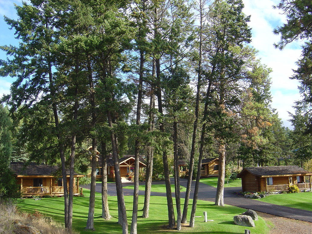 Somers Bay Log Cabin Lodging
