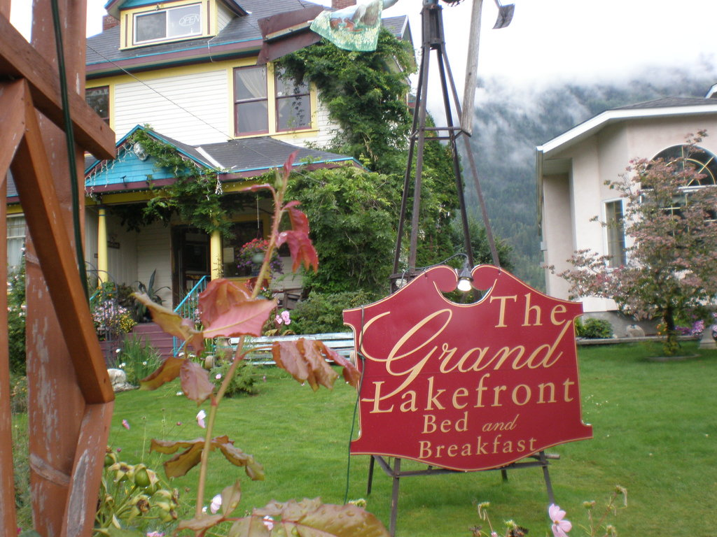 Grand Lakefront Bed and Breakfast