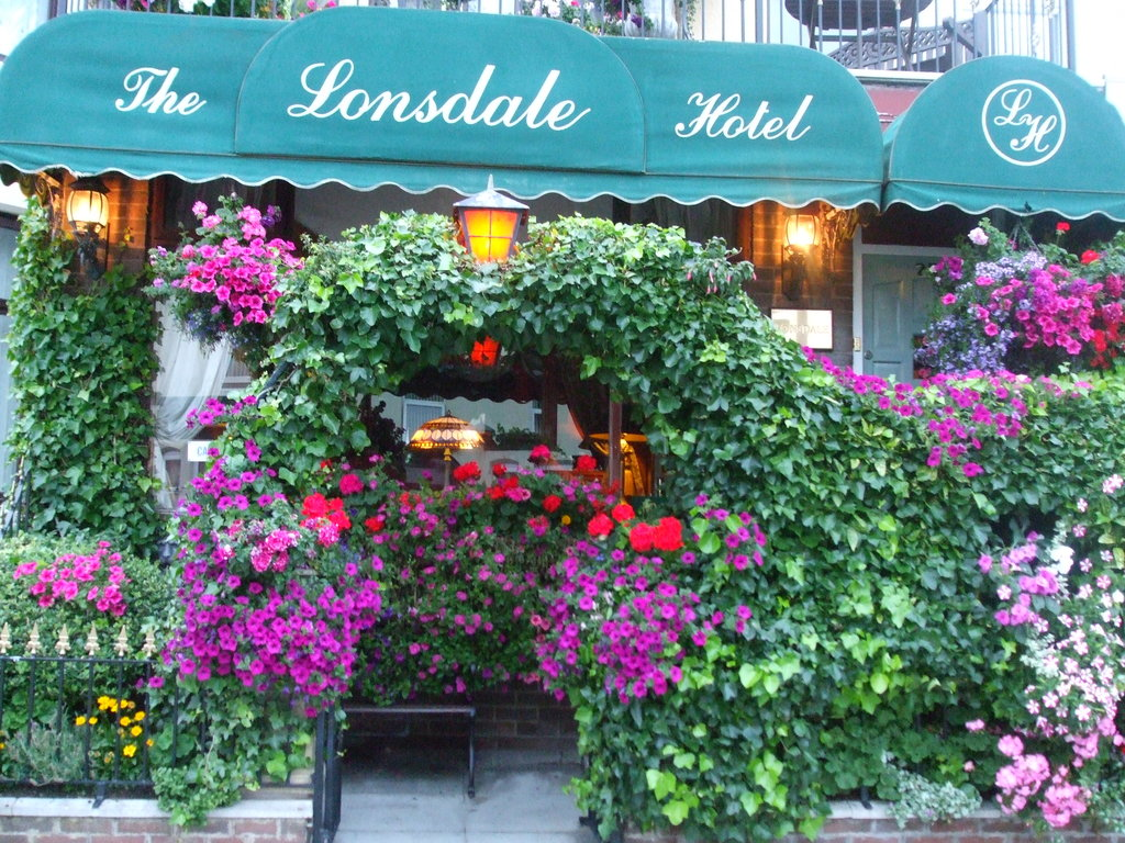 ‪The Lonsdale Hotel‬