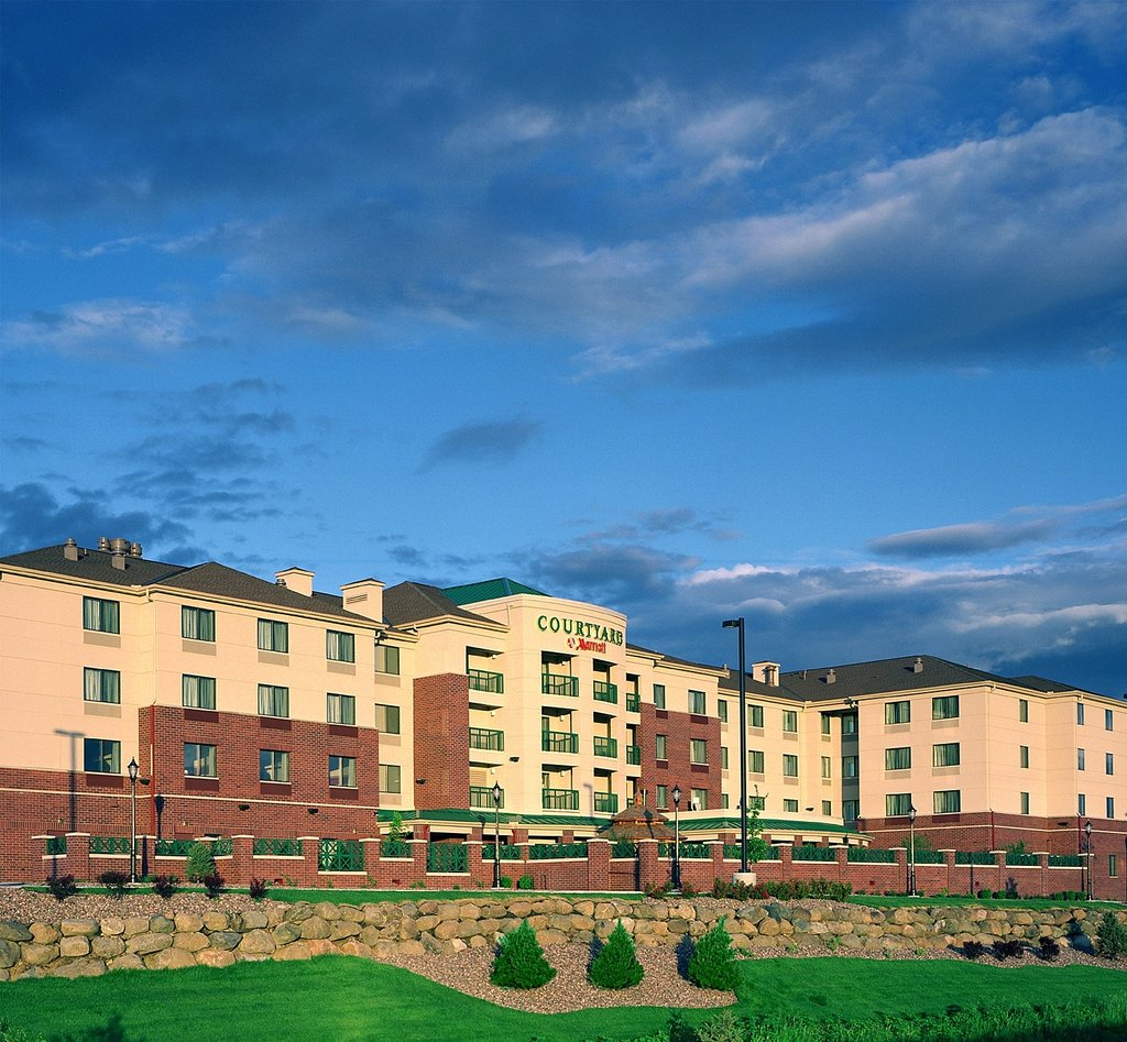 ‪Courtyard by Marriott Madison East‬