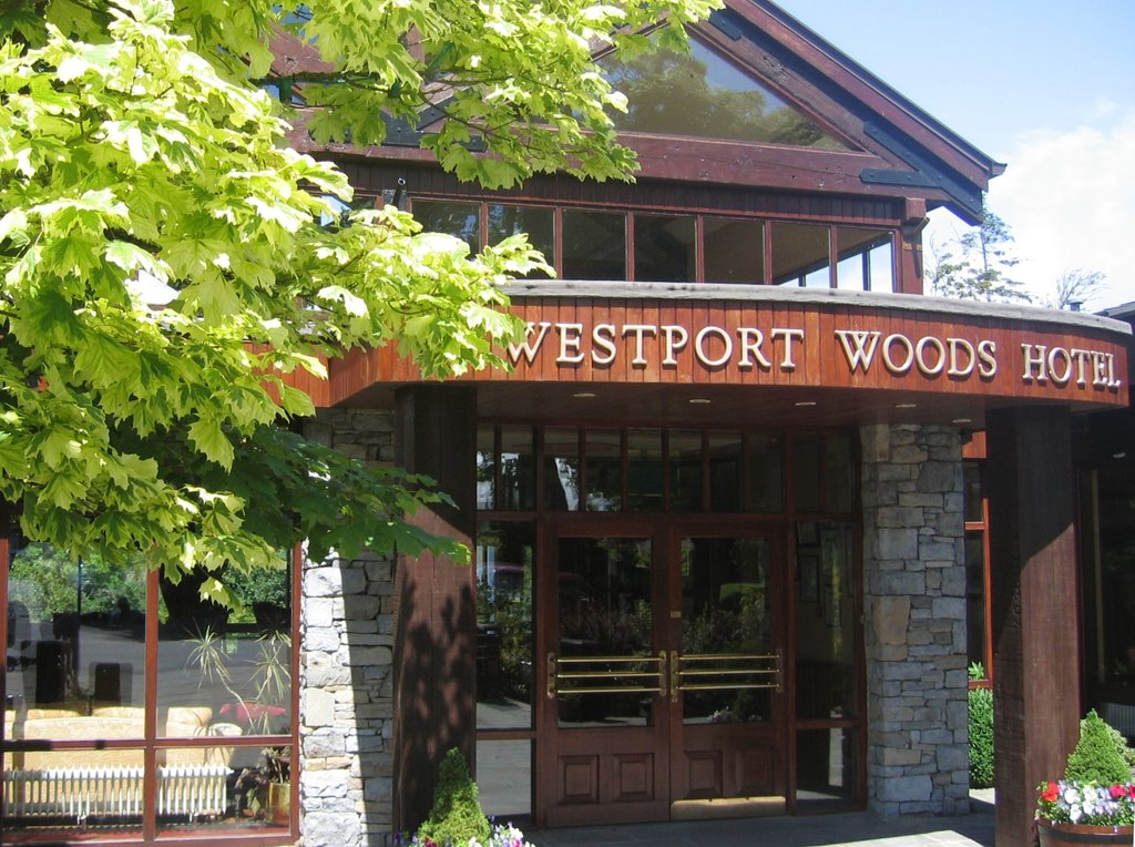 ‪BEST WESTERN PLUS Westport Woods Hotel‬