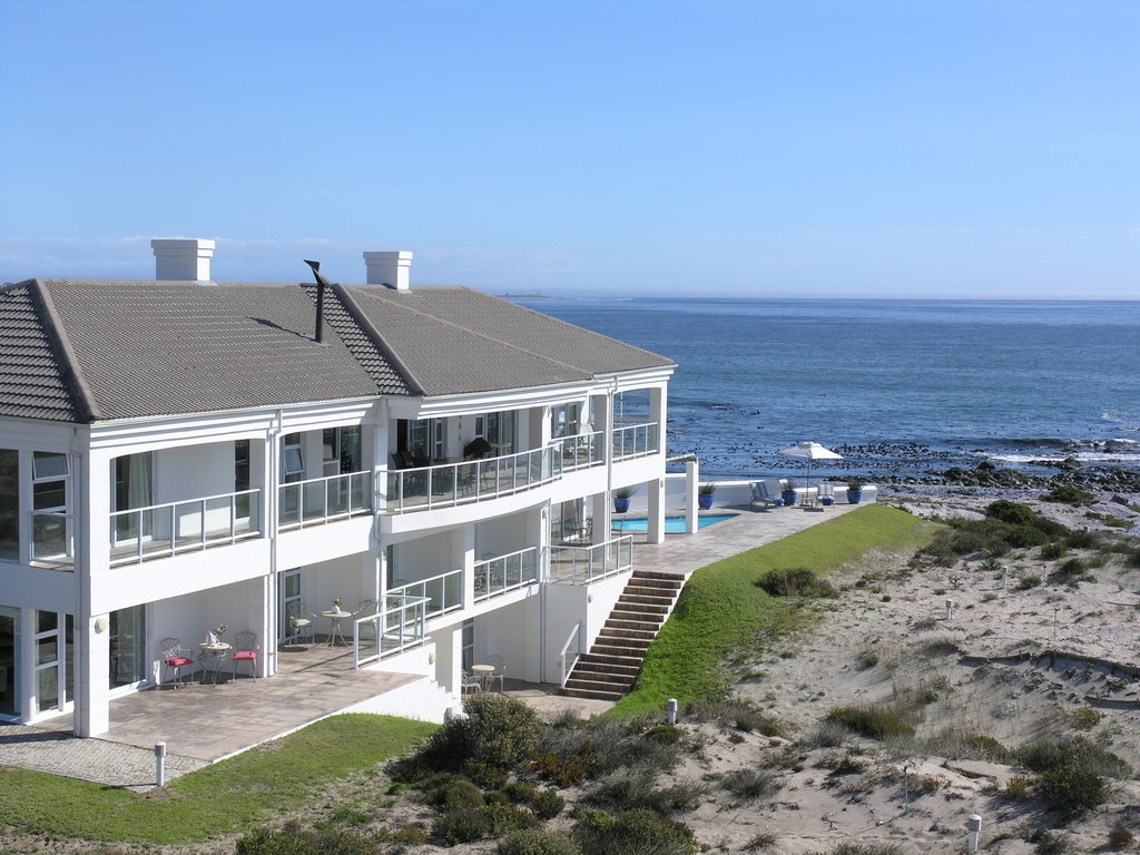 ‪Oystercatcher Lodge‬