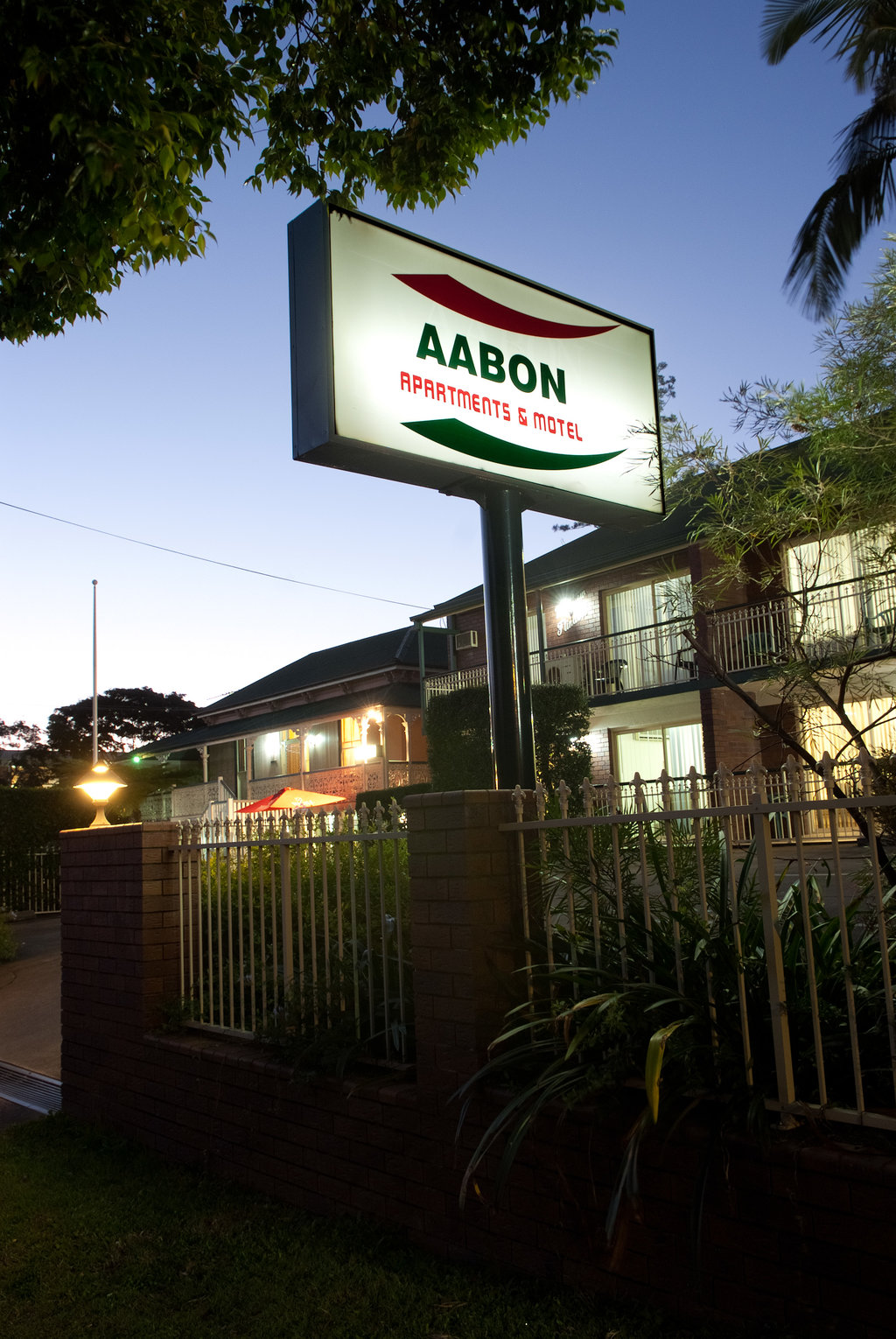 Aabon Apartments & Motel