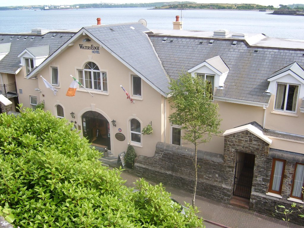 ‪WatersEdge Hotel Cobh‬