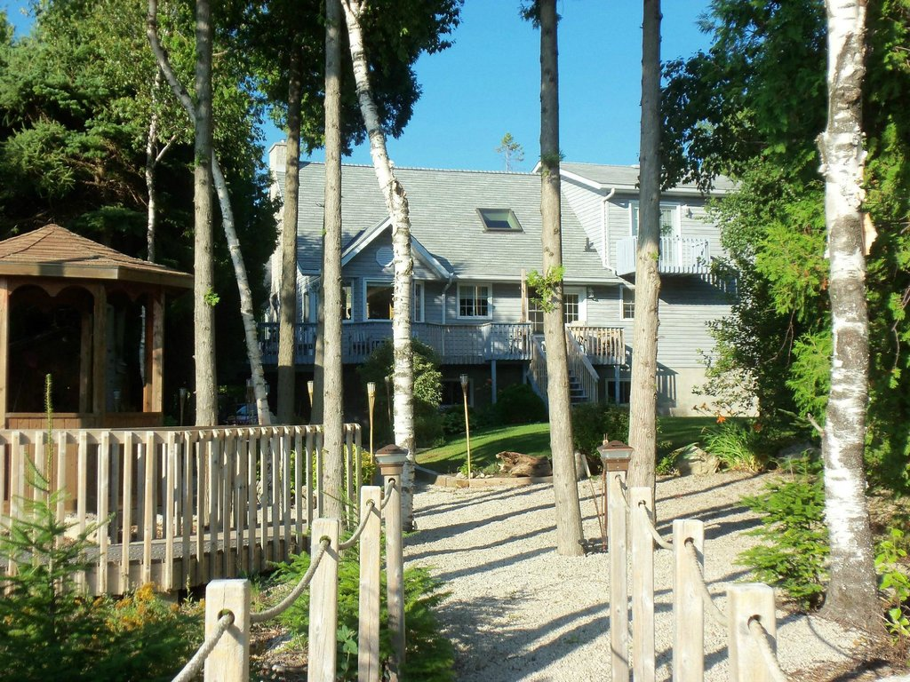 Bear Cove Bed and Breakfast