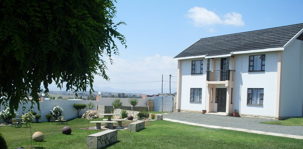 Phomolo Guest House & Self Catering