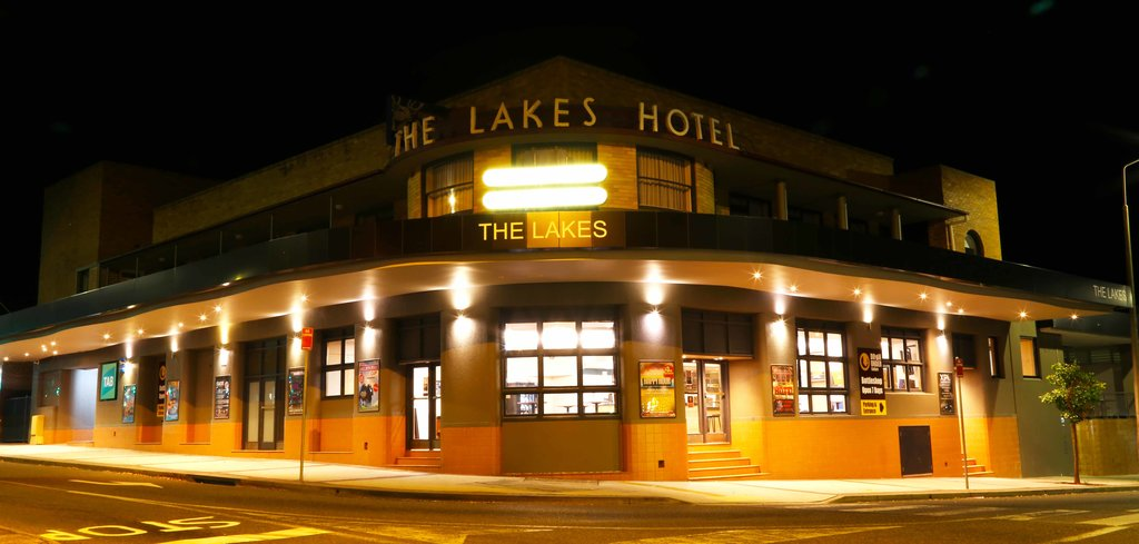 The Lakes Hotel,  The Entrance