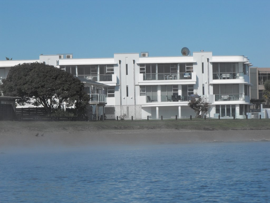 Waimahana Luxury Lakeside Apartments