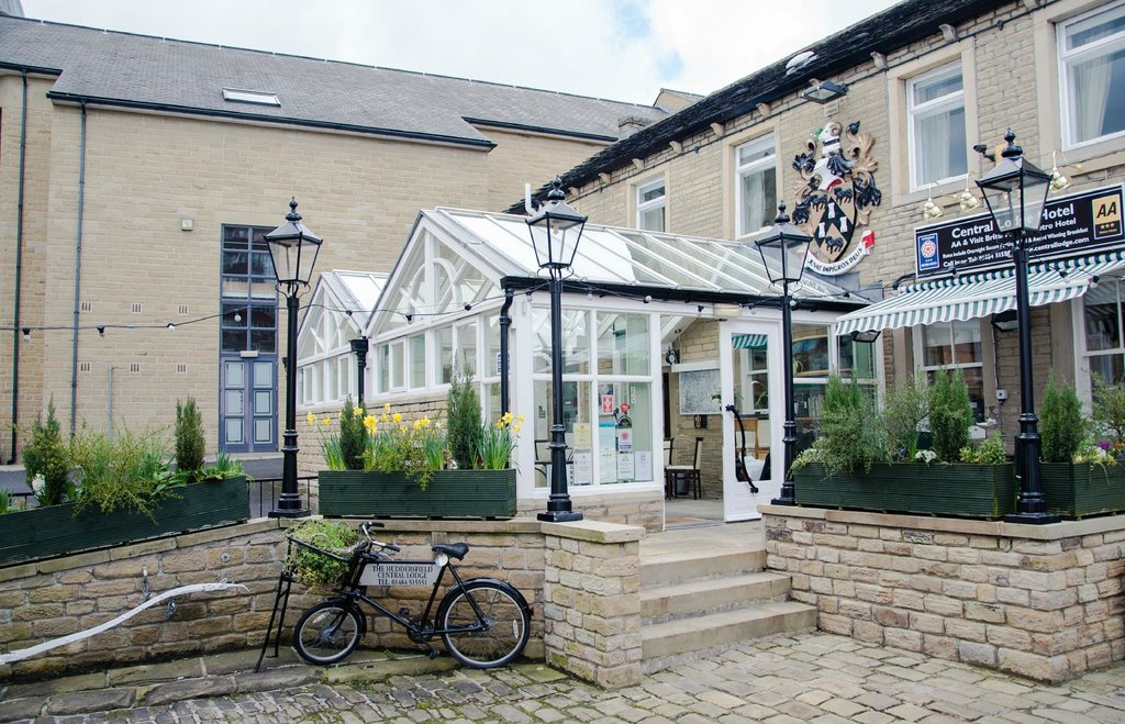 Huddersfield Central Lodge Hotel