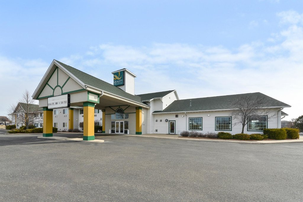 ‪Quality Inn & Suites of Stoughton‬