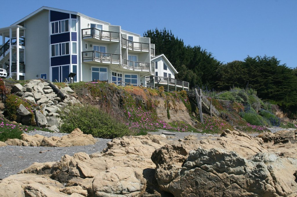 The Shelter Cove Oceanfront Inn