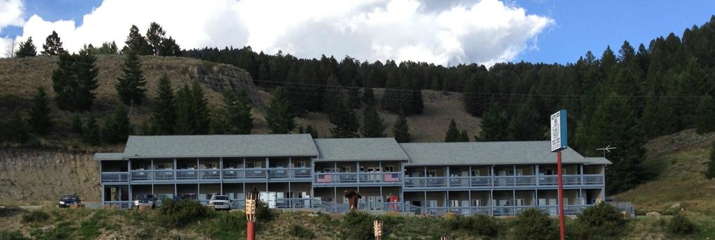 Hebgen Lake Mountain Inn