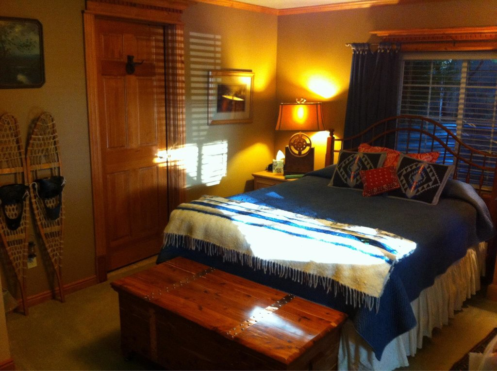 Big Yellow Inn Bed & Breakfast