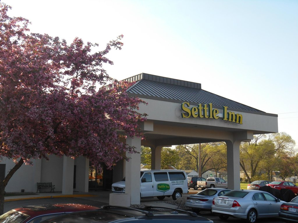 Settle Inn La Crosse