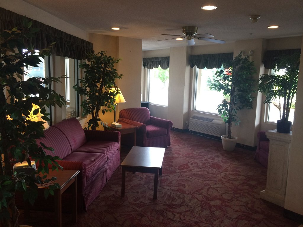 American Inn and Suites Lansing-Dewitt