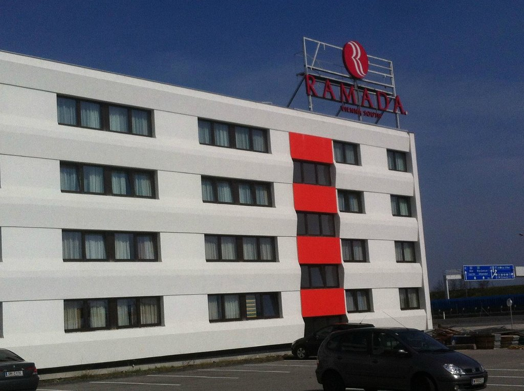 ‪Ramada Vienna South‬