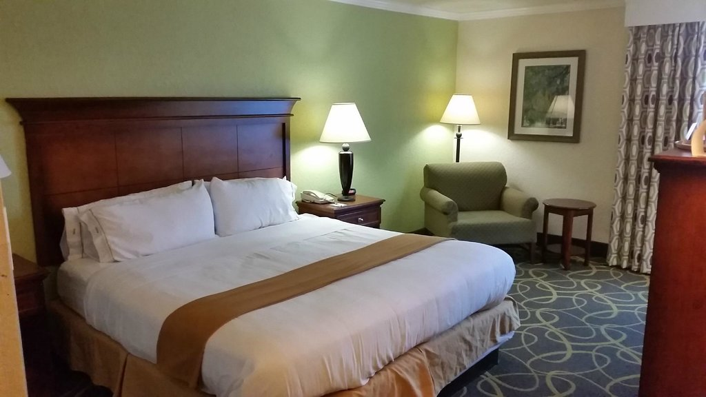 Holiday Inn Express Charleston-Summerville