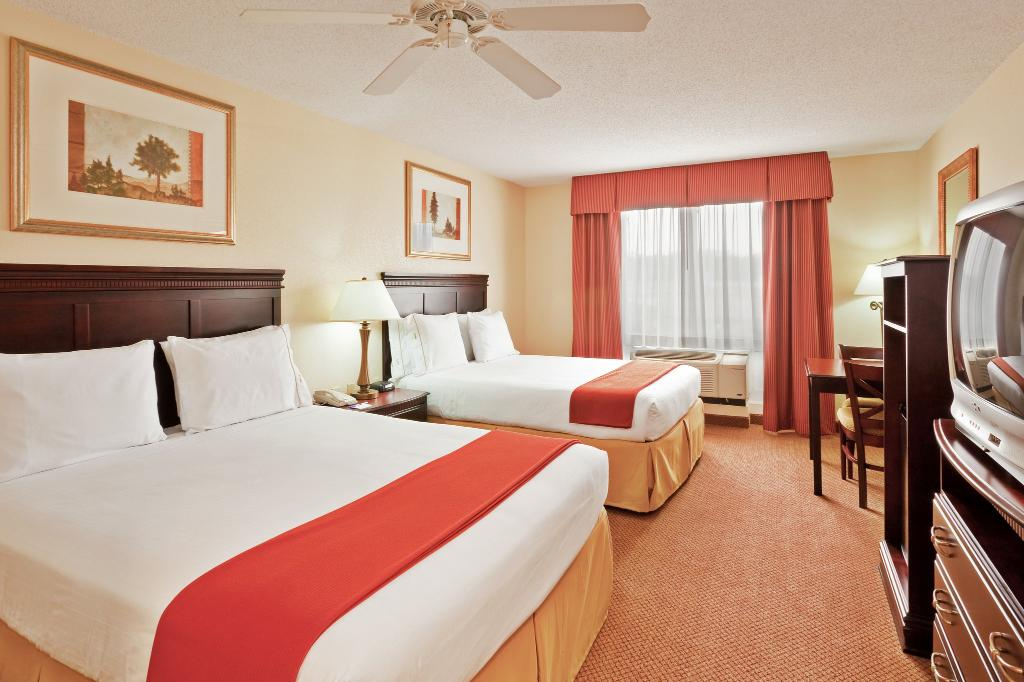 Holiday Inn Express Hotel & Suites Philadelphia-Choctaw
