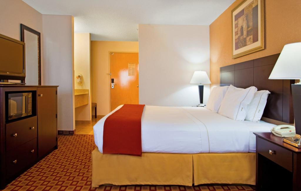 Holiday Inn Express Chicago-Oswego