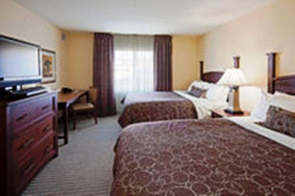 ‪Staybridge Suites South Bend - University Area‬