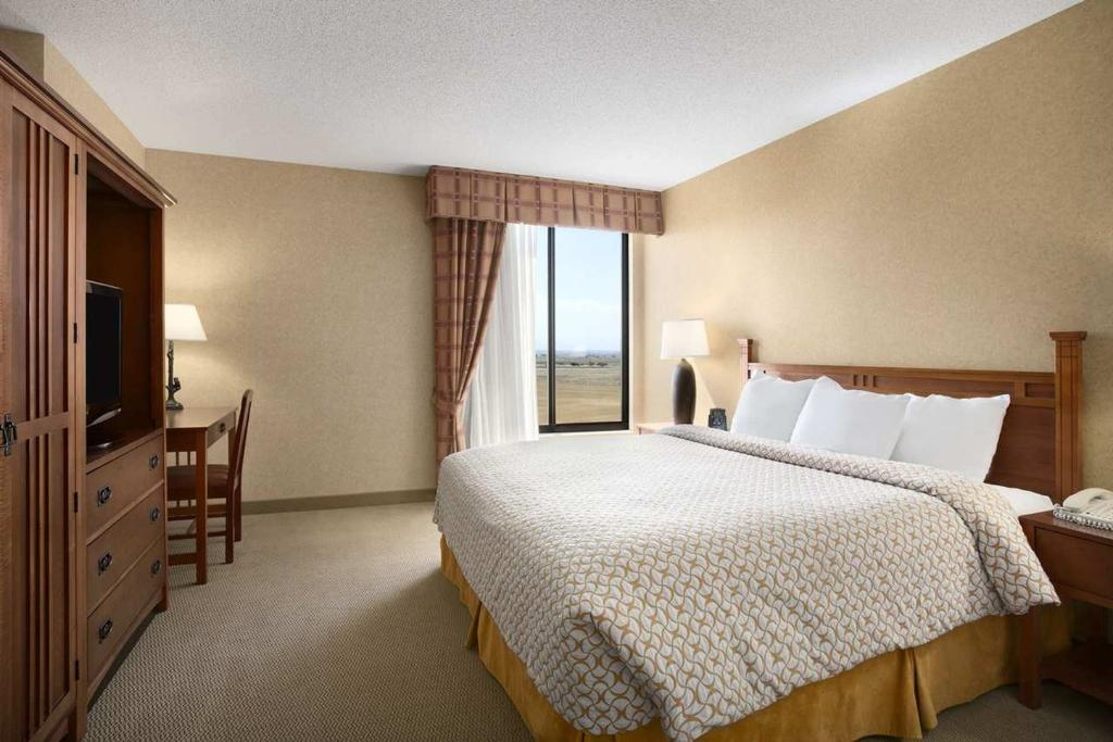 ‪Embassy Suites by Hilton Denver - International Airport‬