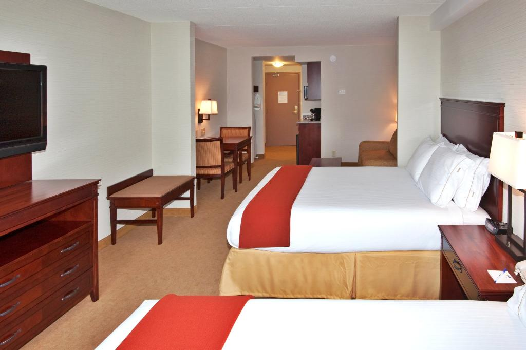 Holiday Inn Express Hotel & Suites Brockville