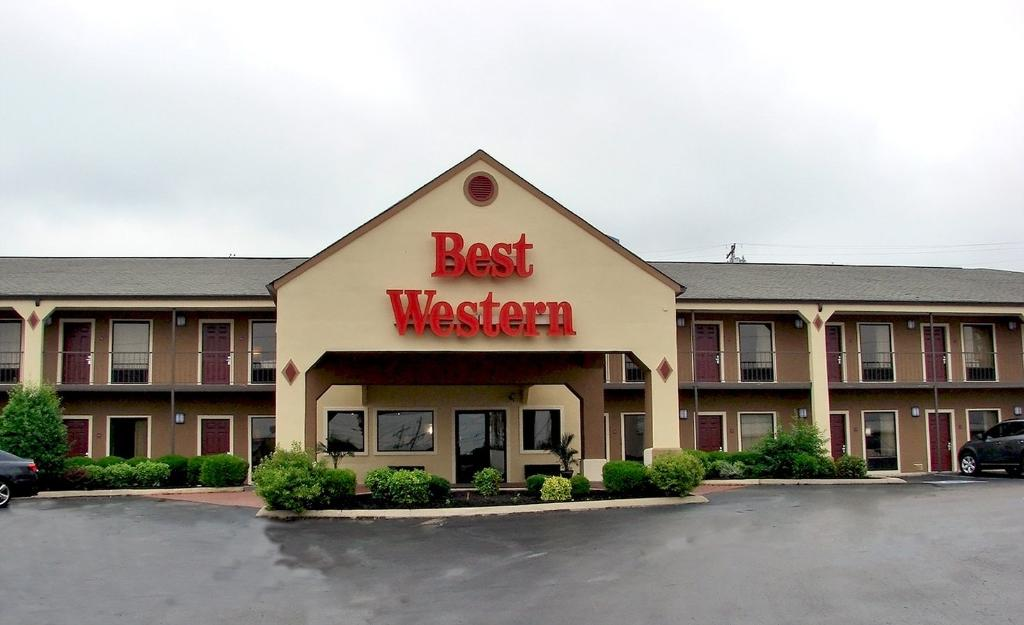 ‪BEST WESTERN Carriage House Inn & Suites‬