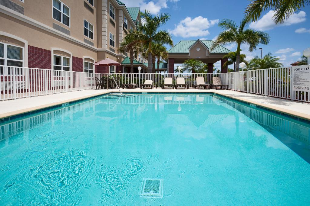 Country Inn & Suites Bradenton