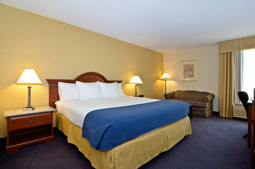 ‪BEST WESTERN Yadkin Valley Inn & Suites‬