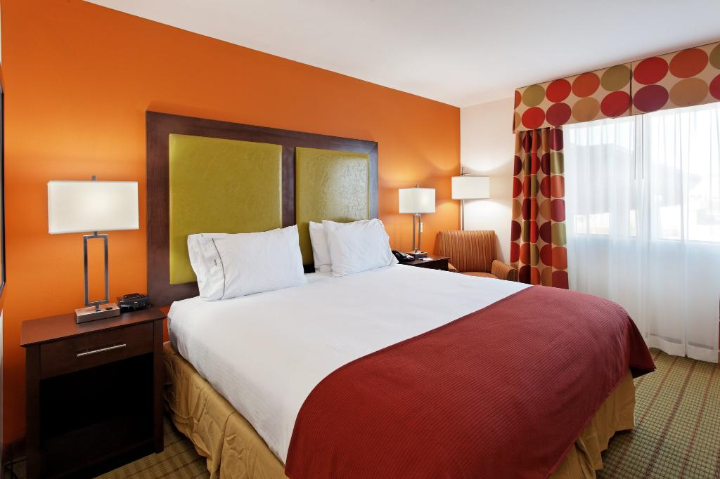 Holiday Inn Express Hotel & Suites Florence NE