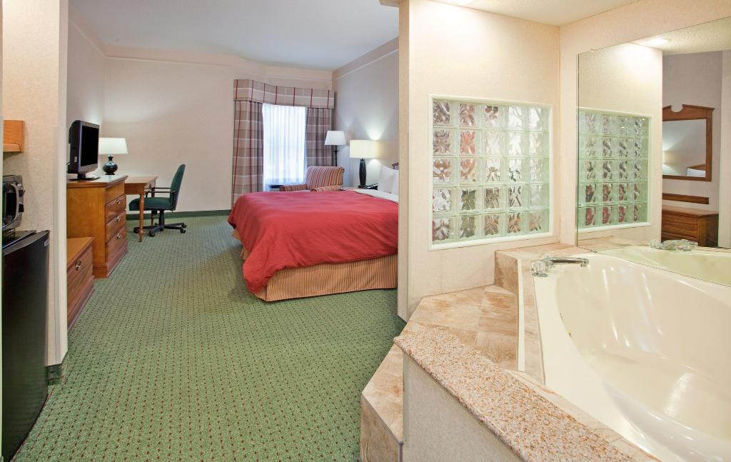 Microtel Inn & Suites by Wyndham Seneca Falls