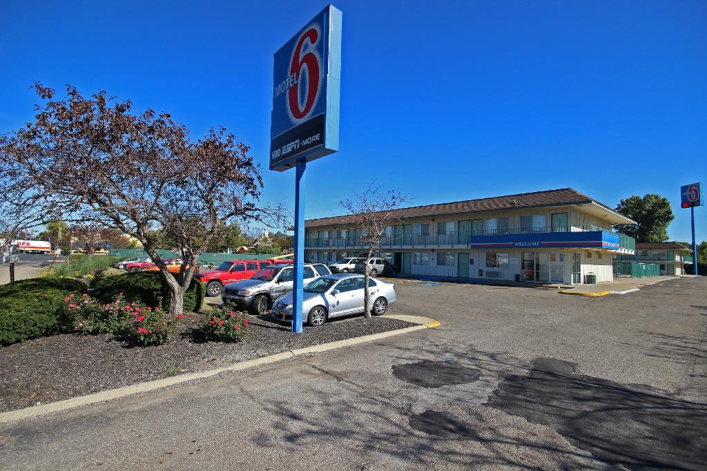 Motel 6 Columbus East