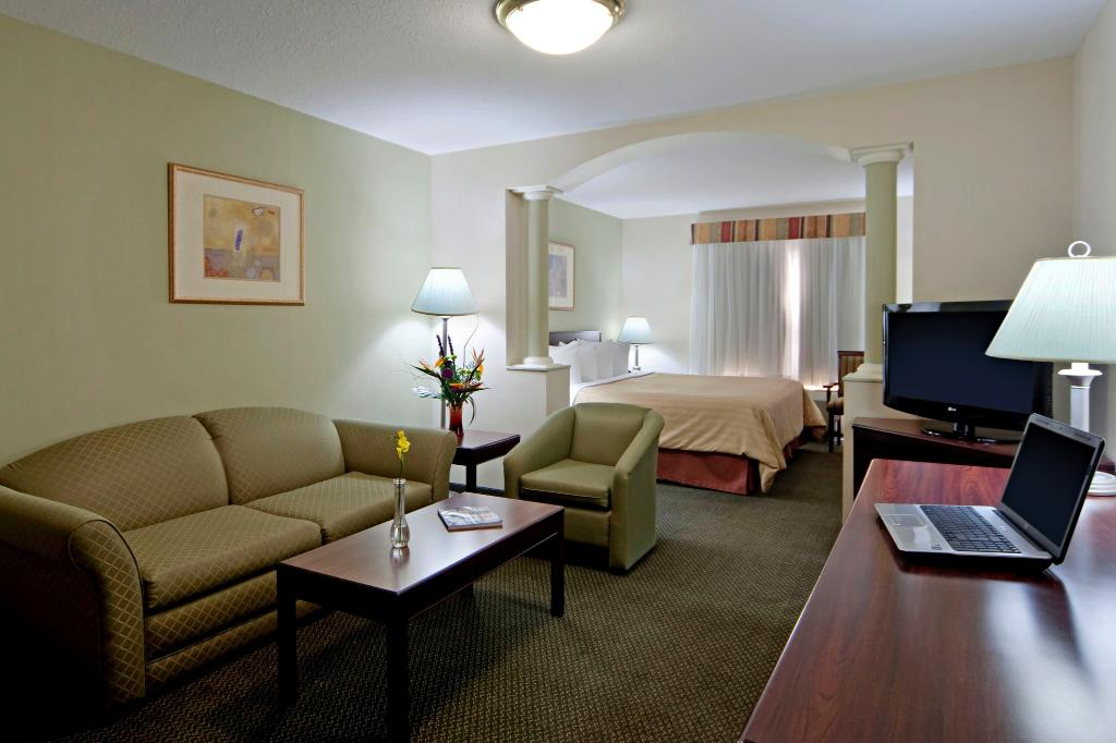 ‪BEST WESTERN PLUS Red Deer Inn & Suites‬