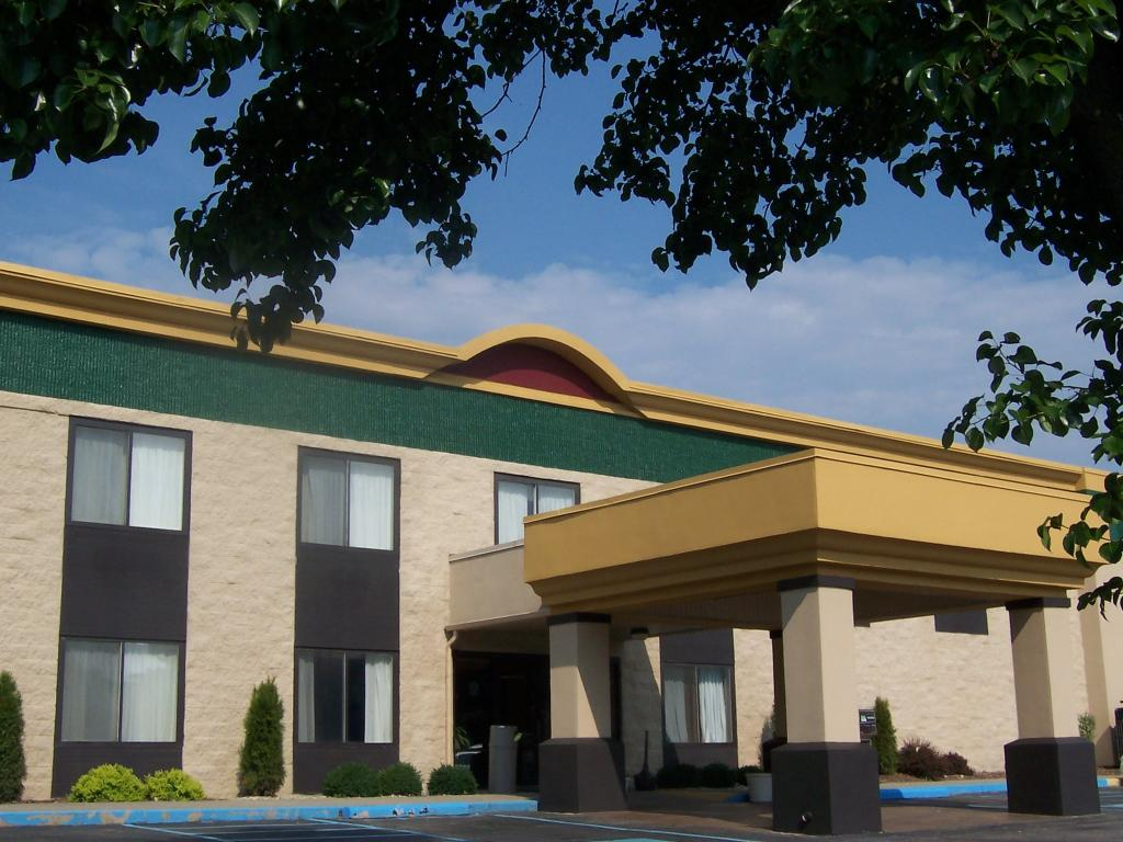 ‪BEST WESTERN Huntington Mall Inn‬