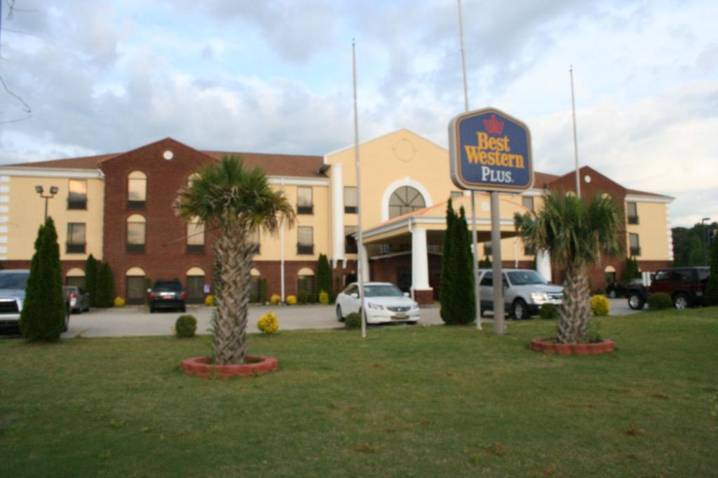 ‪BEST WESTERN PLUS Bass Hotel & Suites‬