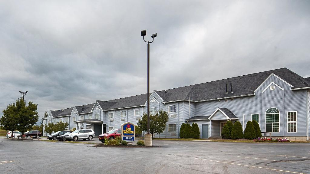 BEST WESTERN Crown Inn & Suites