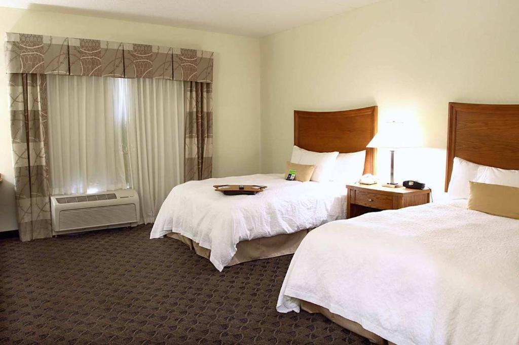 Hampton Inn & Suites Chesapeake Square Mall