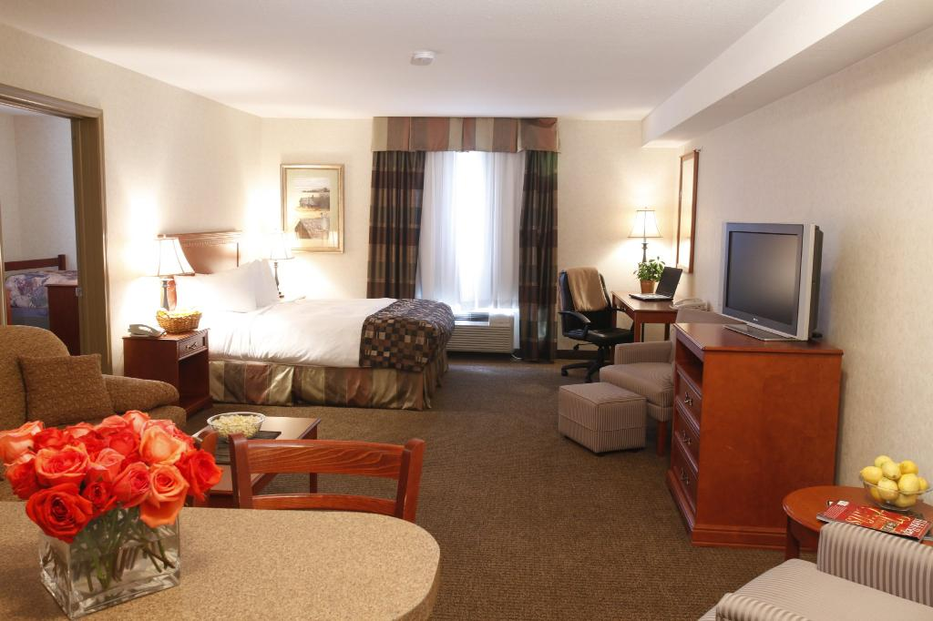 Holloway Inn & Suites