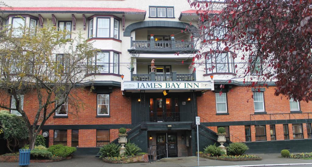 ‪James Bay Inn Hotel, Suites & Cottage‬