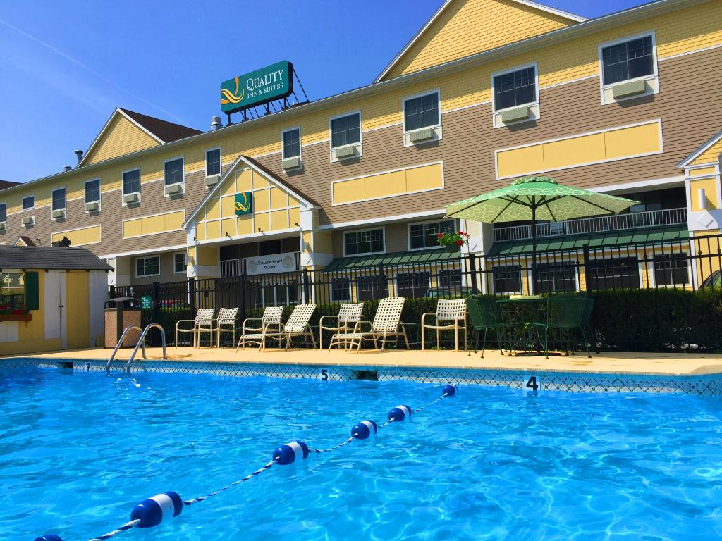 Quality Inn & Suites Maine Evergreen Hotel