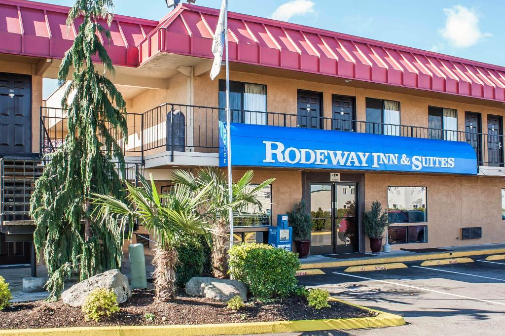 ‪Rodeway Inn and Suites‬