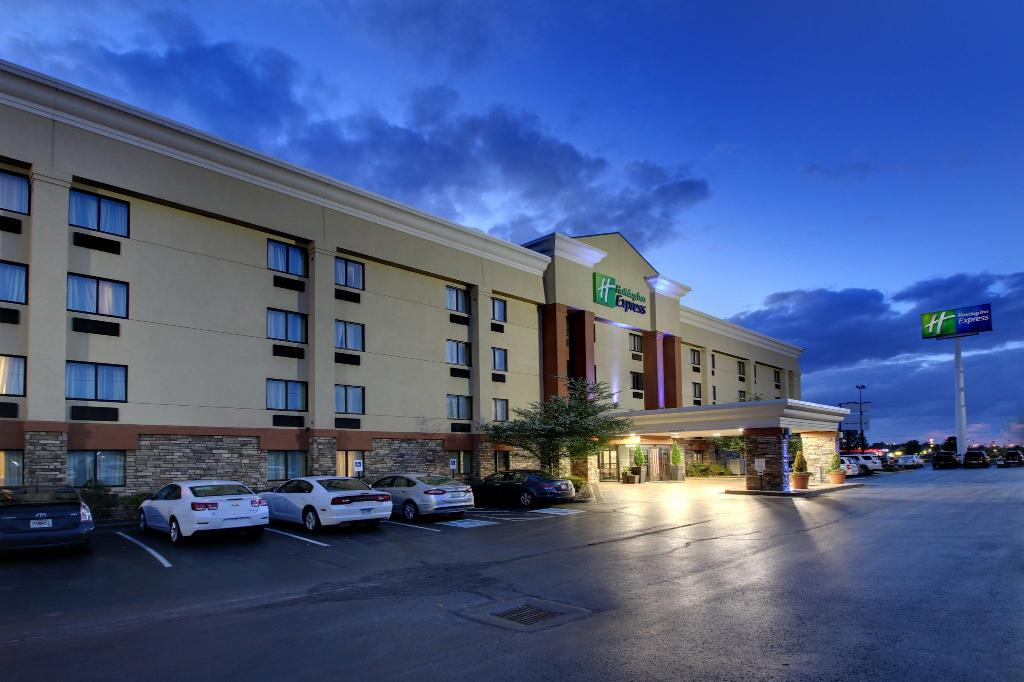 ‪Holiday Inn Express Fort Campbell-Oak Grove‬