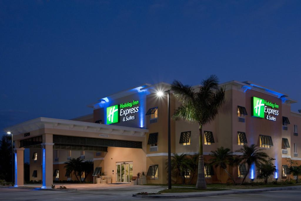 The Holiday Inn Express & Suites Marath