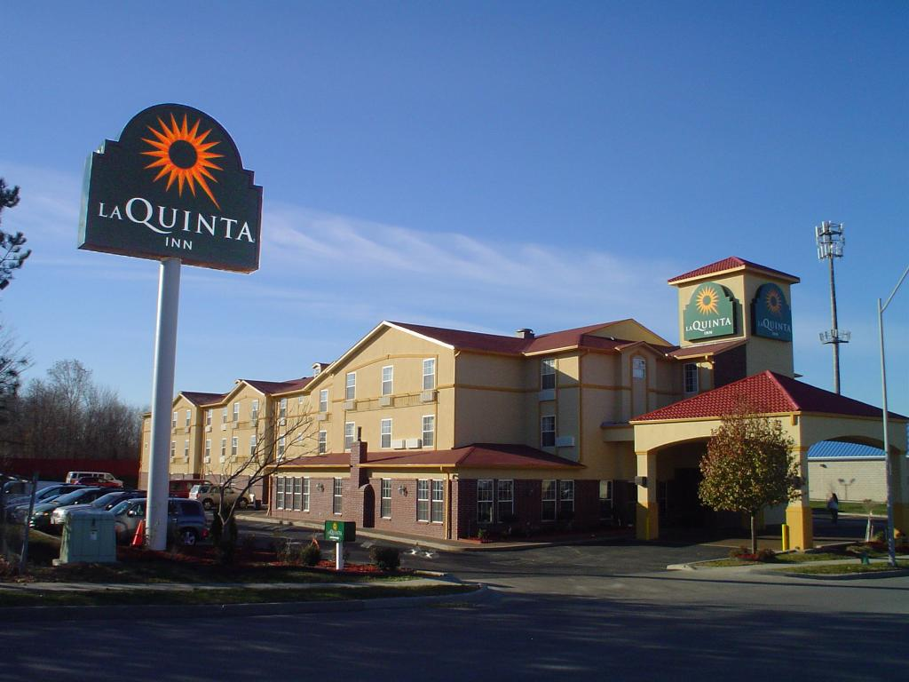 ‪La Quinta Inn & Suites Kansas City Airport‬